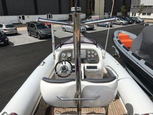 1503 - hunton 904 rib with volvo 370hp diesel inboard engine - cockpit overview_m