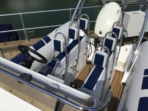 stock - 1323 - ballistic 6.5 (wigan) with evinrude 150hp outboard - seating_l