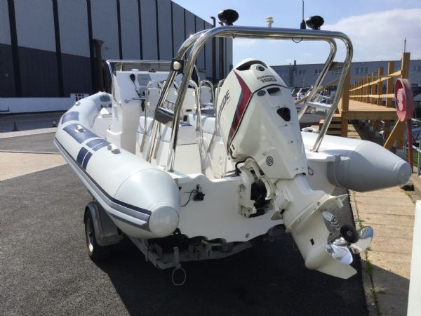 stock - 1323 - ballistic 6.5 (wigan) with evinrude 150hp outboard - stern_l