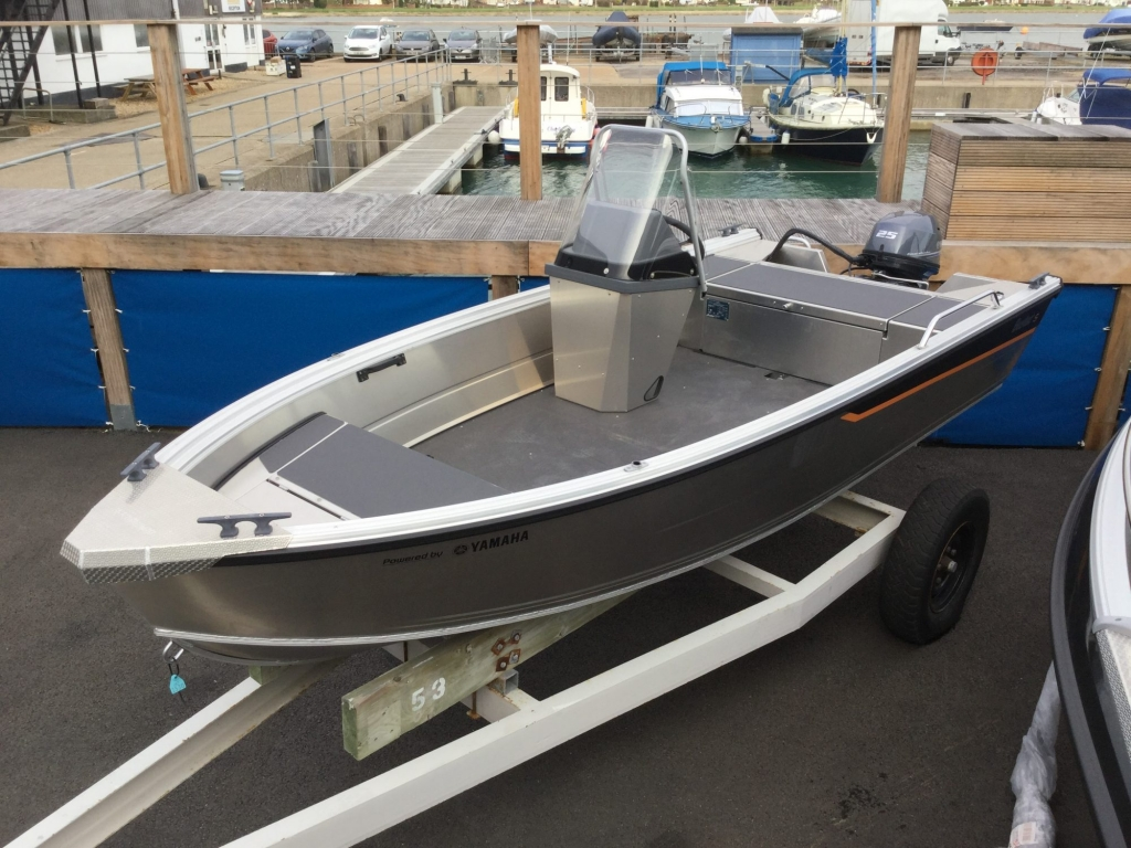 Stock - 1530 - Buster S Boat with Yamaha F25 engine - Main shot