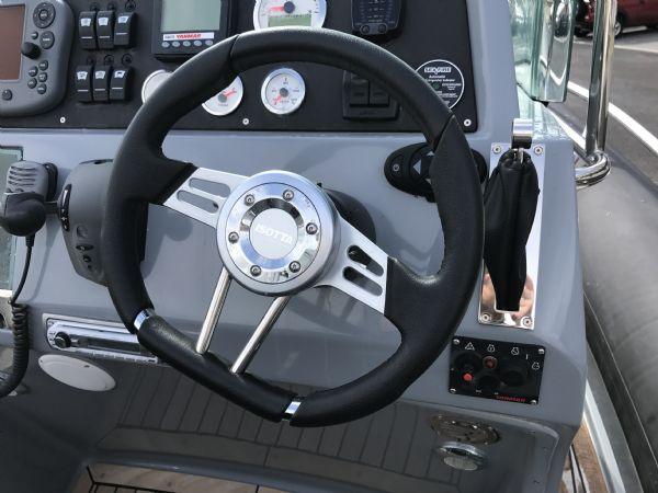 1497 - brokerage - arctic blue 23 rib with yanmar 260hp inboard engine - steering wheel_l