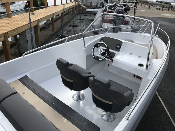 stock - 1460 - finnmaster 55 sc day boat with yamaha f70hp outboard engine - boat and console overview_l