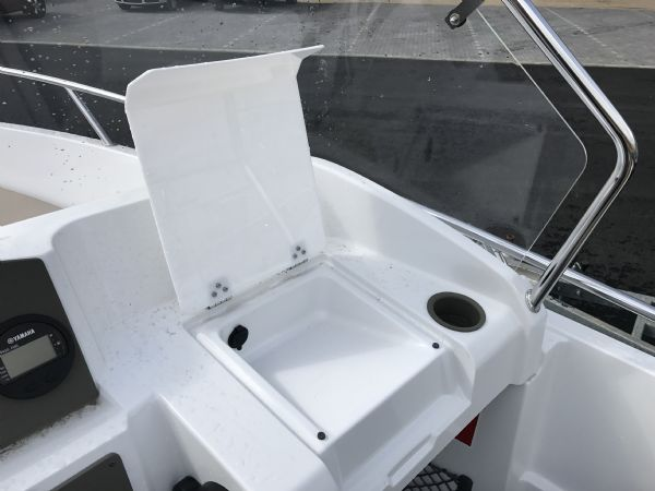 stock - 1460 - finnmaster 55 sc day boat with yamaha f70hp outboard engine - covered chart well and 12v output_l