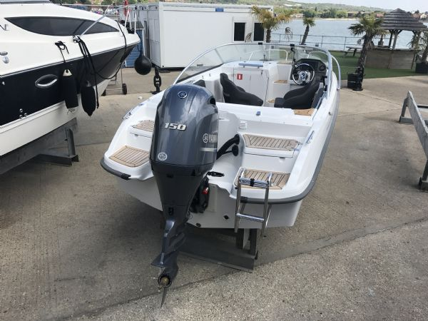 stock - 1461 - finnmaster 62 day cruiser with yamaha f150hp engine - stern overview_l