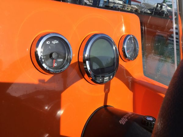 1486 - brokerage - shearwater cutter 6.8 rib with mercury 150 engine - digital gauges_l
