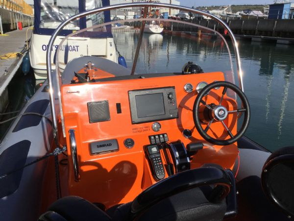 1486 - brokerage - shearwater cutter 6.8 rib with mercury 150 engine - helm_l