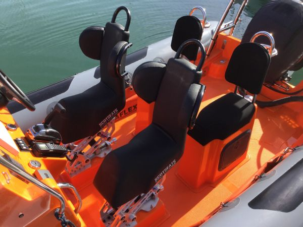1486 - brokerage - shearwater cutter 6.8 rib with mercury 150 engine - seats_l